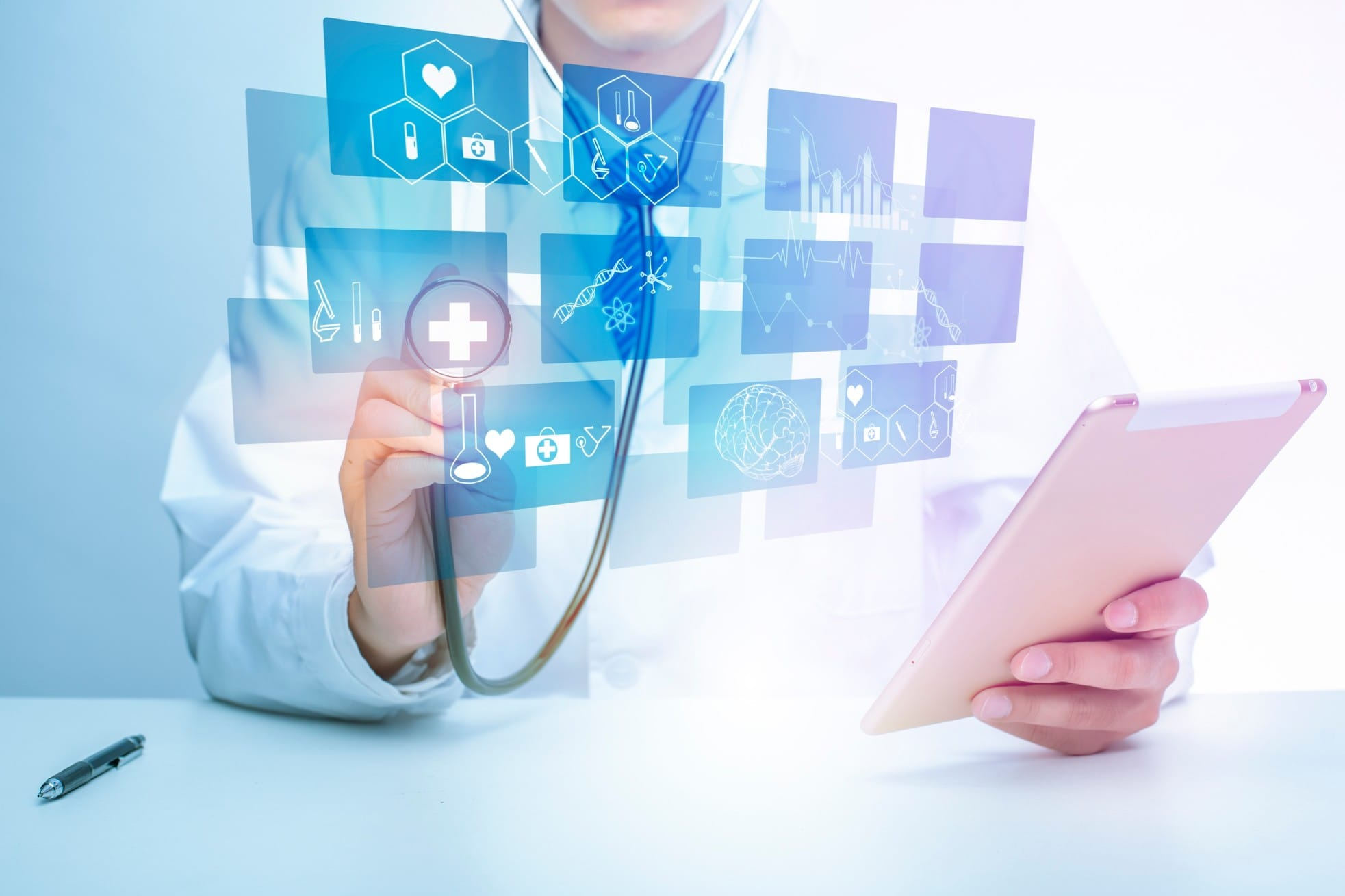 doctor and technology in healthcare during COVDI19